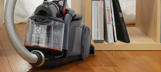 Bagless-vacuum-cleaners-cyclonic-electrolux