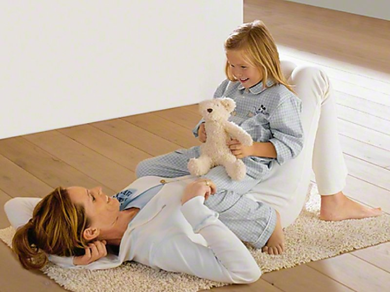 Mother and daughter playing happily because of Miele vacuum bags keeping the home safe