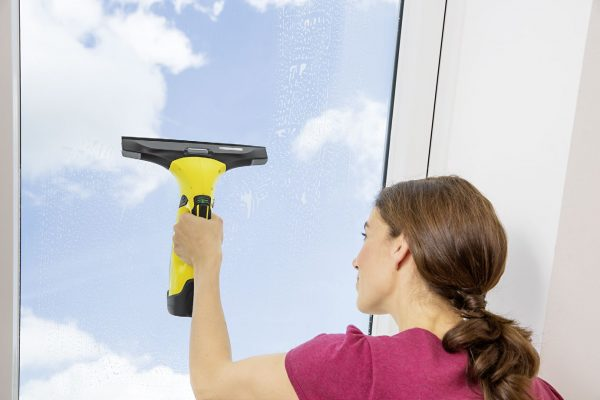 lady cleaning window karcher wv5